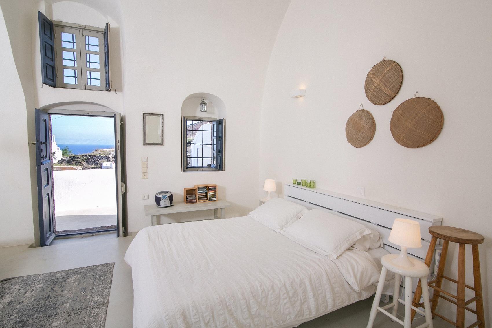santorini accommodationsantorini accommodation